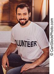 sofá, voluntário, alegre, sentando