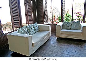 sofa, bord mer