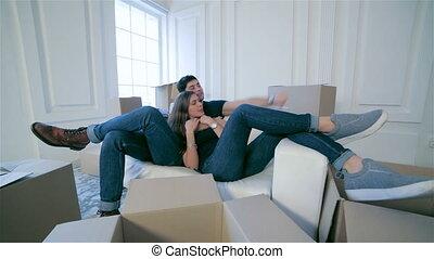 sofa, couple, amour, boîtes, mensonge