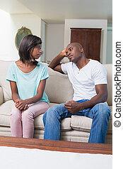 sofa, couple, après, argument, malheureux, conversation, pas