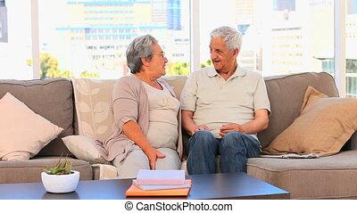 sofa, couple, mûrir, conversation