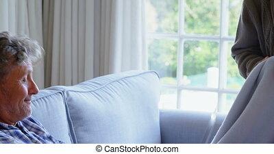 sofa, draagbare computer, 4k, gebruik, senior koppel