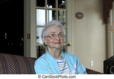 sofa, femme aînée, assis
