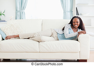 sofa, femme, mensonge