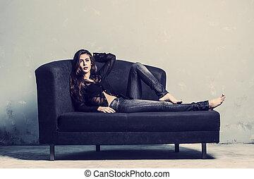 sofa, leżący