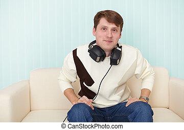 sofa, mann, head-phones