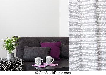 Wunderbar Sofa, Mit, Hell, Kissen, In, A, Wohnzimmer