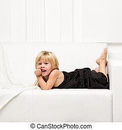 sofa, peu, agréable, robe, girl