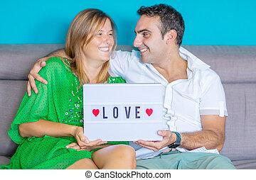 sofa, szczęśliwa para, młody