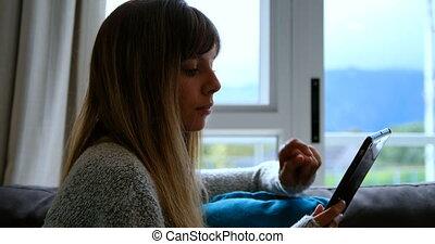 sofa, tablette, 4k, femme, numérique, utilisation