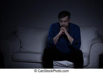 sofa, triste, homme