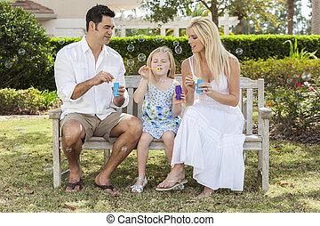soffiando, figlia, famiglia, bambino, ragazza, bolle