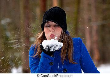 soffiando, neve
