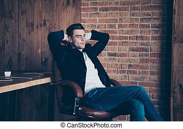 soffitta, posto lavoro, avvocato, suo, workspace, bello, godere, lui, economista, libero, trendy, sedia, intelligente, industriale, elegante, tipo, avvocato, seduta, ritratto, interno, tempo