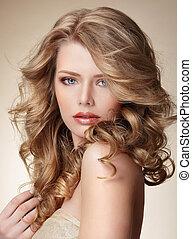 sofisticado, mulher, com, pele perfeita, e, fluir, loura, saudável, cabelo
