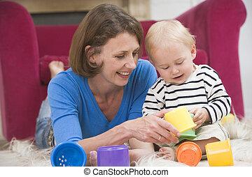 soggiorno, madre, bambino, sorridente, gioco