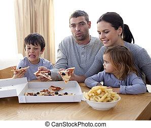 soggiorno, mangiare, famiglia, giovane, allegro, pizza