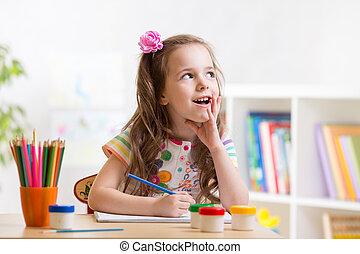 sognante, capretto, ragazza, con, matite