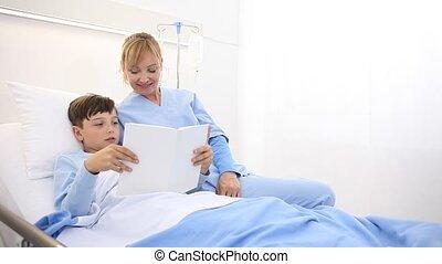 soin, livre, hôpital, infirmière, lit, prend, lecture, mensonge, enfant