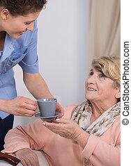 soin senior, aide, au travail