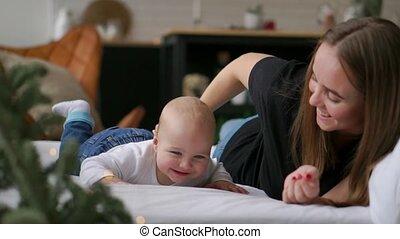 soins, famille, étreindre, nouveau né, né, bedroom.,...