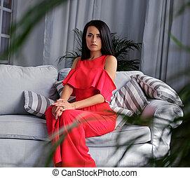 soir, habillé, brunette, femme, coach., assied, robe, rouges