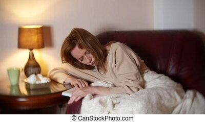 soir, les, girl, lit, les, livre, sous, a, couverture, sur, a, chair., elle, chutes, endormi, lecture, a, non-interesting, ennuyeux, livre