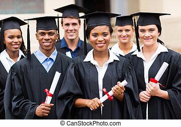 sok nemzetiségű, érettségizik