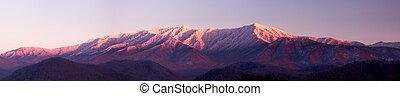 sol, ajuste, en, montañas ahumadas