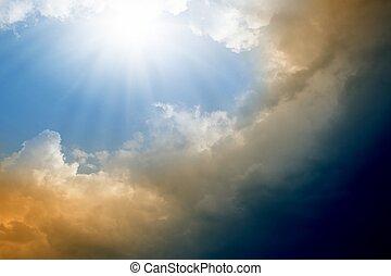 sol brilhante, e, nuvens escuras