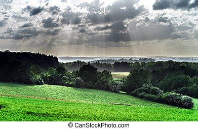sol, encima, colinas verdes, vigas
