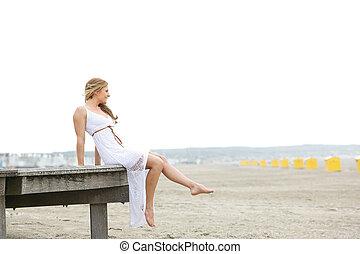 solamente, mujer, playa, joven, sentado