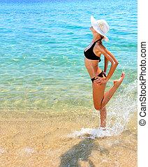 solbränd, kvinna, in, bikini, in, den, hav