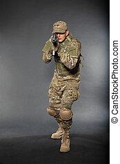 soldado, rifle