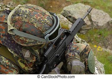 soldado, rifle, sentado