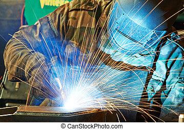 soldador, en, fábrica, taller
