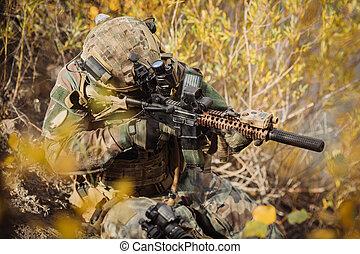 soldados, equipo, apuntar, en, un, blanco, de, armas