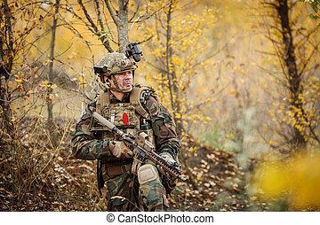 soldadura, es, preparando, un, emboscada, para, el, enemigo
