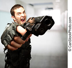 soldat, fâché, fusil, tenue