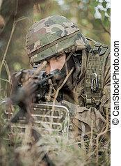 soldat, in, kamouflage