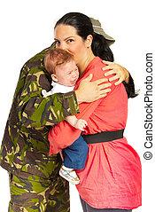 soldat, mann, umarmen, seine, familie