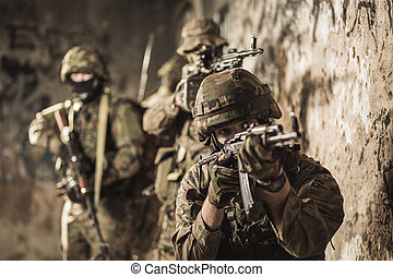 soldat, med, automatisk weapon