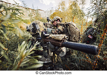 soldaten, mannschaft, mit, gewehre, aufpassen, gebiet