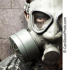 soldato, con, maschera antigas