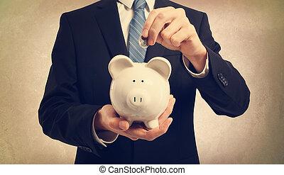 soldi, giovane, depositare, banca piggy, uomo