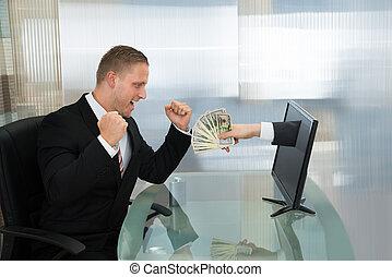 soldi, schermo, computer, venuta, uomo affari, eccitato, fuori