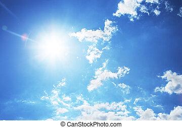 soleil brillant, et, beau, nuages blancs, sur, ciel bleu