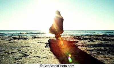 soleil, femme, plage, regarder