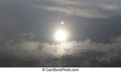 soleil, nuages, égouttement, pluie, reflété