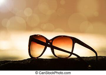 solglasögon, hos, solnedgång, och, defocused, horisont